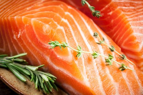 サーモンやイワシなど、DHAやEPAなどのオメガ3系脂肪酸を豊富に含む魚には脂肪肝を代謝する2.jpg